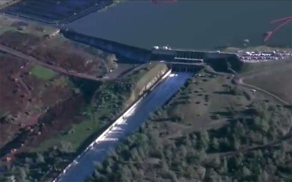 Прямая трансляция из США с плотины на озере Оровилл