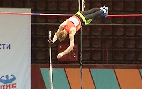 Челябинский спортсмен выше всех прыгнул с шестом в этом сезоне