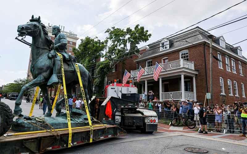 В американском Шарлоттсвилле демонтировали статуи генералов-конфедератов