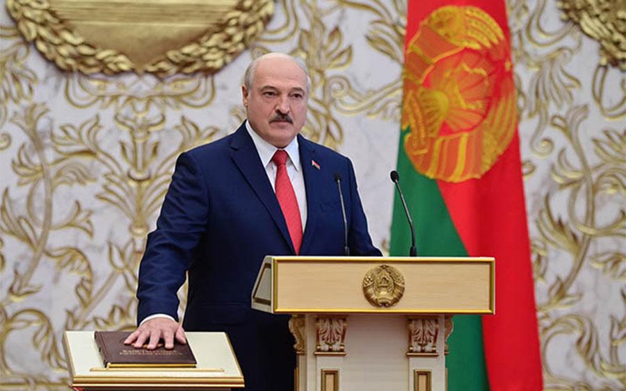 Лукашенко заявил, что цветная революция провалилась, и вступил в должность