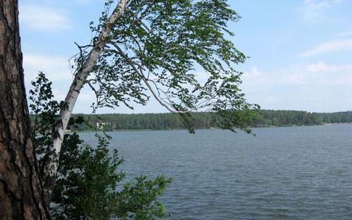 И осенью реки и озера очищают от