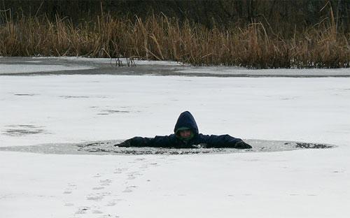 Кыштымка женщина провалилась под лед