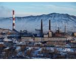 Медеплавильный завод на фоне Черной горы