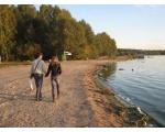 Вечерняя прогулка по пляжу (фото Олега Куделенского, Челябинск)